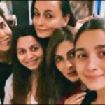 """Alia Bhatt's """"Shaking Birthday Celebrations"""" Included Hanging Out With Neetu Kapoor And Some Couch Time. See Pics"""